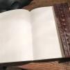 Stor anteckningsbok i skinn