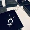 Kvinnotecken i silver NR 5 -