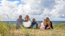 olofsbo strand behöver egentligen ingen presentation,sand,långgrunnt,familjevänligt och gott om plats att breda ut sig på - en av sveriges bästa sandstränder på promenadavstånd från olofsbo camping.