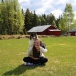 Hanna och Viggo kom på besök och då fotade hon i stekhet sol på busande andfådda hundar.