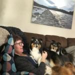 Mys i soffan med Ella och  Vilja