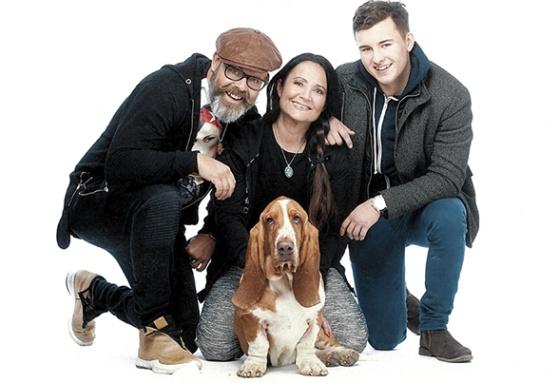 Familjen Dröse & Norberg: Robert Dröse, Anna Norberg, Theo Dröse och hunden Ulrik