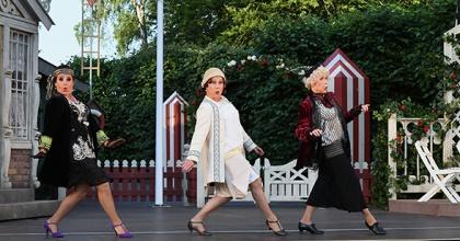 """Anna spelar just nu rollen som författarinnan Hilma i det klassiska lustspelet """"FARS LILLA TÖS"""" tillsammans med Eva Rydberg, Fredrik Dolk, Birgitta Rydberg, Mia Poppe, Anders """"Ankan"""" Johansson, och Kalle Rydberg på Fredriksdalsteatern i Helsingborg."""