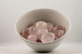 Rosenkvarts kristaller/ädelstenar | trumlade spets stav kristaller slipade stenar healing stenar chakra stenar - 1,60kr/g, priser mellan ca 20-50kr/st