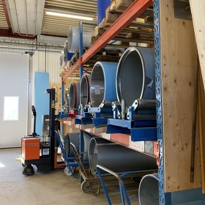 Plåtcentrums verkstad är fullt utrustad till både lager och maskinpark