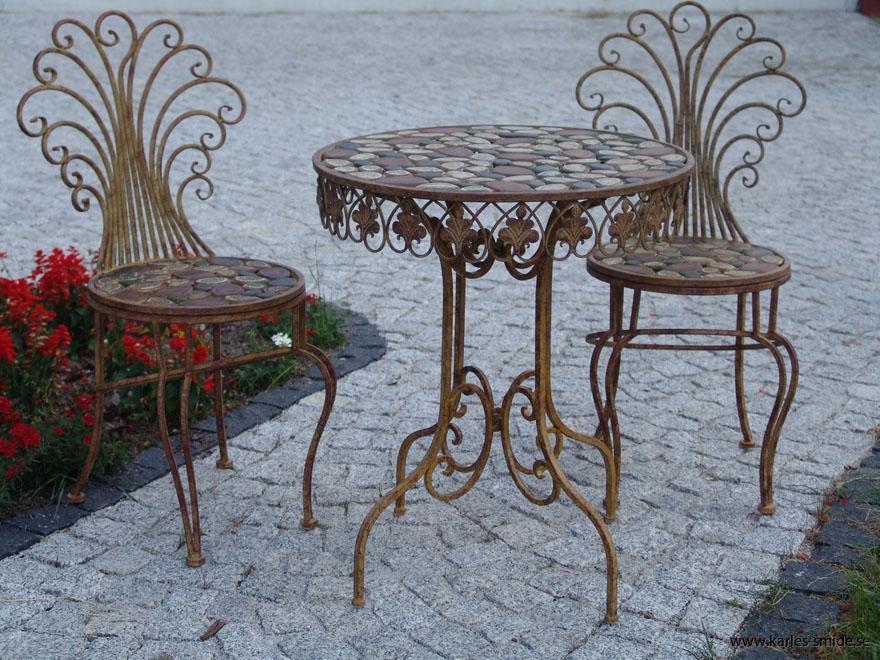 set med bord o stolar