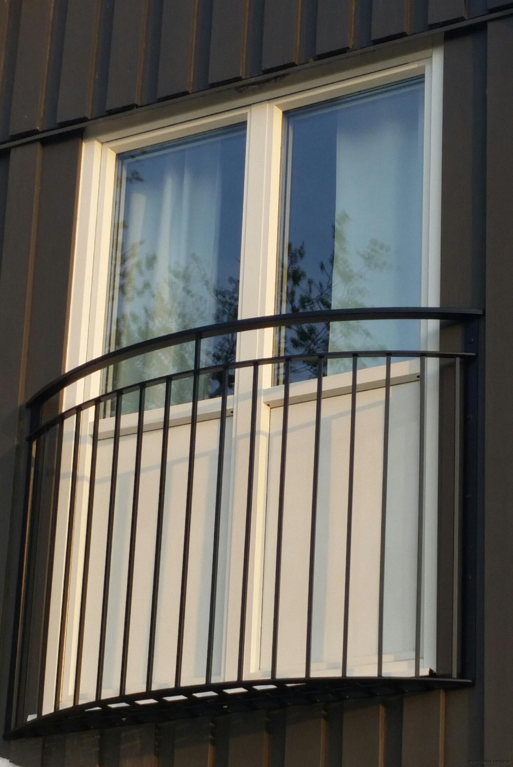 fransk balkong B6 halvrund_ svart (3)