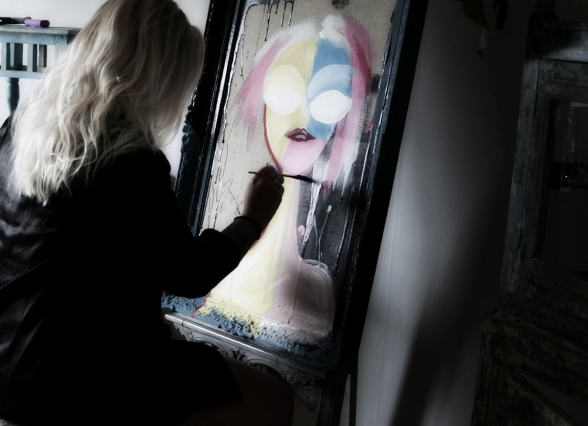 Lina arbetar med Chalkpainting Alice