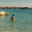 Synes man, at der er for mange badegæster på Sweetwater Beach og Marmara Beach, er der flere andre muligheder. Så må man blot klare sig uden forsyninger fra en nærliggende taverna.