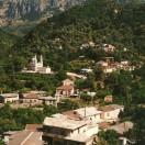 Meskla, en anden smukt beliggende landsby – inden for vandreafstand fra Laki.