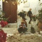 Jeg er ikke sikker, men jeg vil tro, at dette er huset, som Karen og John boede i 1985-1986. Rune er Karens søn.
