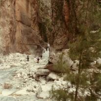 Vi kunne ikke se, hvor langt det var nødvendigt at gå i det kolde vand. Og opgav.