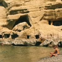 """Grotterne ved Mátala var vist ikke så """"spærret totalt af for turister"""", som jeg husker dem."""