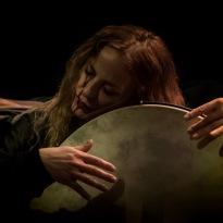 Niki Xylouri, den intuitive slagtøjsspiller. Foto: Costas Broumas