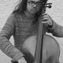 Isodoros Papadakis, cellisten og effektmageren. Foto: Magdalena Prokopowicz