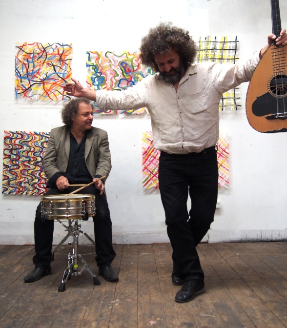 Xylouris White - the Cretan lute player Giorgos Xylouris and the Australian drummer Jim White - will perform in Copenhagen on the 9th of May. Photo: Anna White