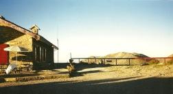 Kalergi-hytten ligger 5 km fra nærmeste bebyggelse. Da vi kom hertil, bragede der høj rockmusik ud fra bygningen.
