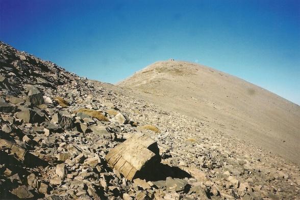 Dér, øverst, ligger Kretas højeste punkt. Prikken (eller prikkerne) deroppe er et kapel.