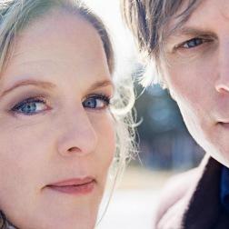 Sofia Karlsson og Martin Hederos har arbejdet sammen på flere niveauer og har udviklet en tradition for juleturneer.