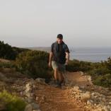 Fra Korfos går der en fin vandresti ned til øens sydspids.