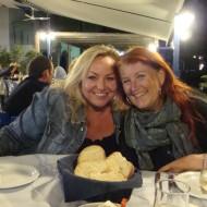 På taverna – min arbejdskammerat Gitte og min kæreste Anne (Loutro 2011).