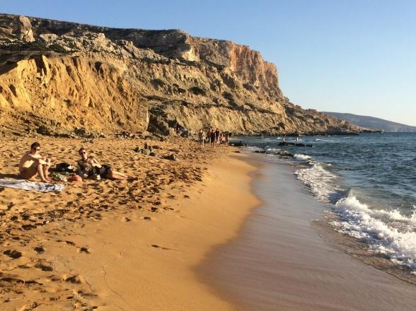 Red Beach, en times vandring syd for Matala. Der er blot en enkelt taverna. Og det fineste sand.