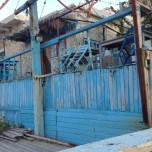 En taverna, som i begyndelsen af oktober 2015 var lukket for sæsonen.