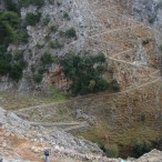 Den gamle sti ned i og op fra Aradhena-kløften.