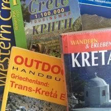 De fleste af disse guidebøger og kort lå i min rygsæk på vandringen i maj 2016.