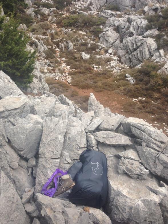 Ved begyndelsen  af dag 4 placerede jeg min bagage (inklusive mine kollapsede vandrestøvler) her på klippen og begav mig ud for at rekognoscere efter en vej ud af dalen.