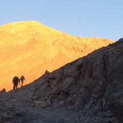 Solen på vej op. 3 raske mænd ligeså. Foto: Anne Wollter