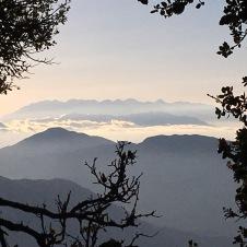 Den dag var der skyfrit på Psiloritis – og udsigt til skyer over et lille nabo-bjergmassiv.