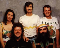 Steeleye Span 1990. Bagest Maddy Prior, Peter Knight og Tim Harries. Forrest Bob Johnson og Liam Genockey.