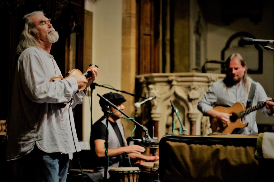 I en stor del af 2001 bestod Steeleye Span af violinisten Peter Knight og ingen andre. Han, som har været med i gruppen 1970-1976 og 1980-2013, har i dag sin egen trio, Gigspanner, som desuden består af guitaristen Roger Flack og trommeslageren Sacha Trocket. Foto: gigspanner.com