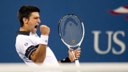 Novak Djokovic visar för sig själv hur nöjd han är med den vunna poängen.