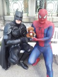 Batman, Spiderman. Wille Nallesson i mitten