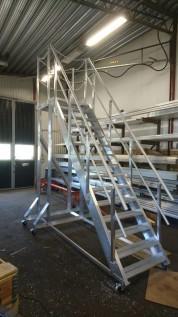 Hög arbetsplattform för tillträde till ventilationsaggregat