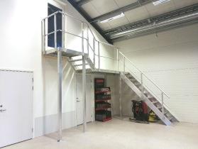 SPecialtrappa av aluminium. Lättare än ståltrappa