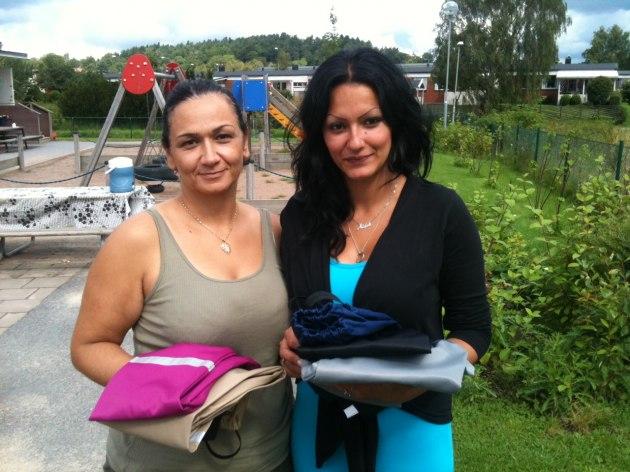 Parvaneh och Atefeh, förskollärare på Idavallens I Ur och Skur-förskola ser fram emot att få testa Busbyxan.