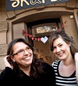 Mia och Frida driver en affär utöver det vanliga. (foto: Nicke Johansson)