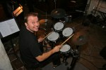 Magnus Wallin, trummis i bandet. Foto: Martina Karlsson.