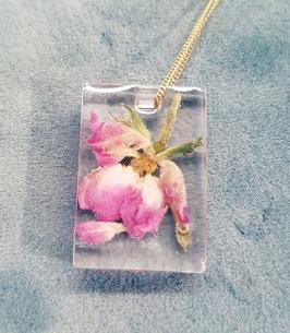 Annorlunda gåva till brudparet. Preservera blommor från brudbuketten eller eller annat minne från bröllopet. En unik och  omtänksam gåva till brudparet.