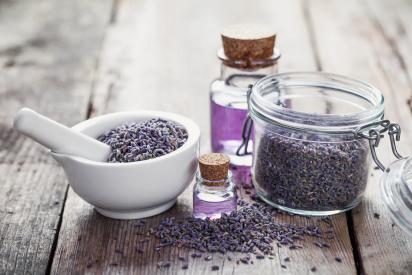 HälsoPerlan i Åhus erbjuder Meginemassage, en alternativ och holistisk akupressur massage som stimulerar muskler och akupunkturpunkter