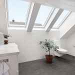 Helkaklat badrum med härligt ljusinsläpp