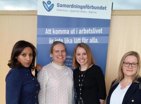Elsa Lundqvist (i vitt), projektledare för SAMRE, omgiven av Anahita Javani (SAMRE och Försäkringskassan), samt Camilla Gärdehall och Christine Ängsäter från Försäkringskassan. Bilden tagen vid den första workshopen den 14 februari.