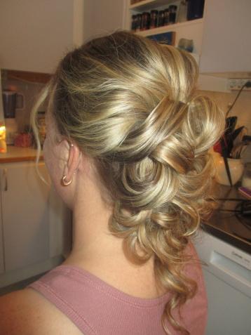 9a64747947cf BRÖLLOP Makeup och håruppsättning till Bröllop provgenomgång+  bröllopsdagen,+ läppglans från Maria Åkerberg 2895kr, 100 kr rabatt på  ansiktsbehandling innan ...