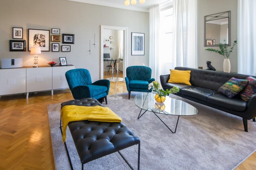 I en lägenhet med lugn bas och få, men starka accentfärger fick rummen ett sammanhang och wow-känsla.