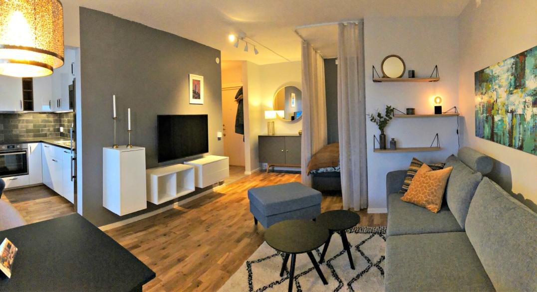 Helrenovering av etta med kök i Varberg.  Vi inredde en övernattningslägenhet från scratch med nytt kök och badrum, sovalkov, möbler, textilier och förvaring.