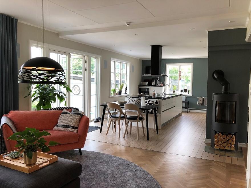 Som inredare på Myhres & Coey erbjudar vi nredningshjälp som här vid renovering av öppen planlösning i en villa i Falkenberg