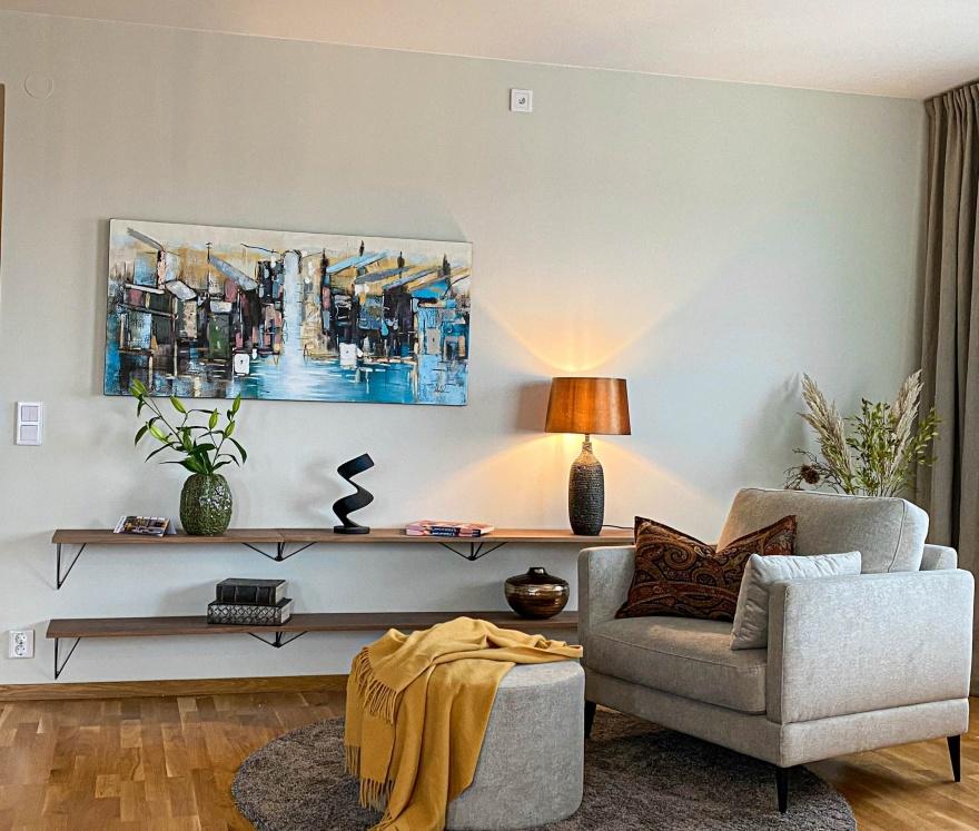 Myhres & Coey kan hjälpa dig att hitta tavlor till ditt hem som passar in i inredningen.